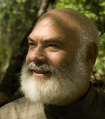 Andrew-Weil-Dr.-healthy-portrait-outdoor-Tucson
