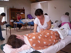 massage_many_people_covered_front