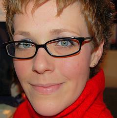 eyeglasses-healthy-glow-face-smiling-smart