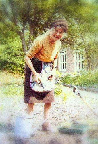 old-elderly-garden-gardener-healthy-hobby-retired